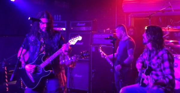 Classic Covers: Robb Flynn and Dave Grohl – Wish You Were here
