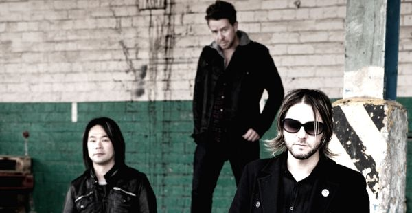 Feeder – single review and tour details