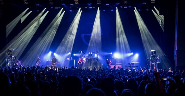 Gig Review: Evanescence / Arcane Roots – Hammersmith Apollo, 13th June 2017