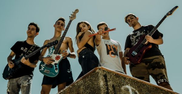 Spanish act Searching Out Solutions announce English dates