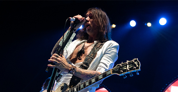 Gig Review: The Darkness / Rews – York Barbican (17th December 2019)