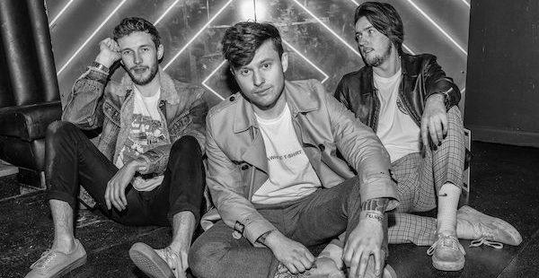 Single Review: Crystal Tides – Monday